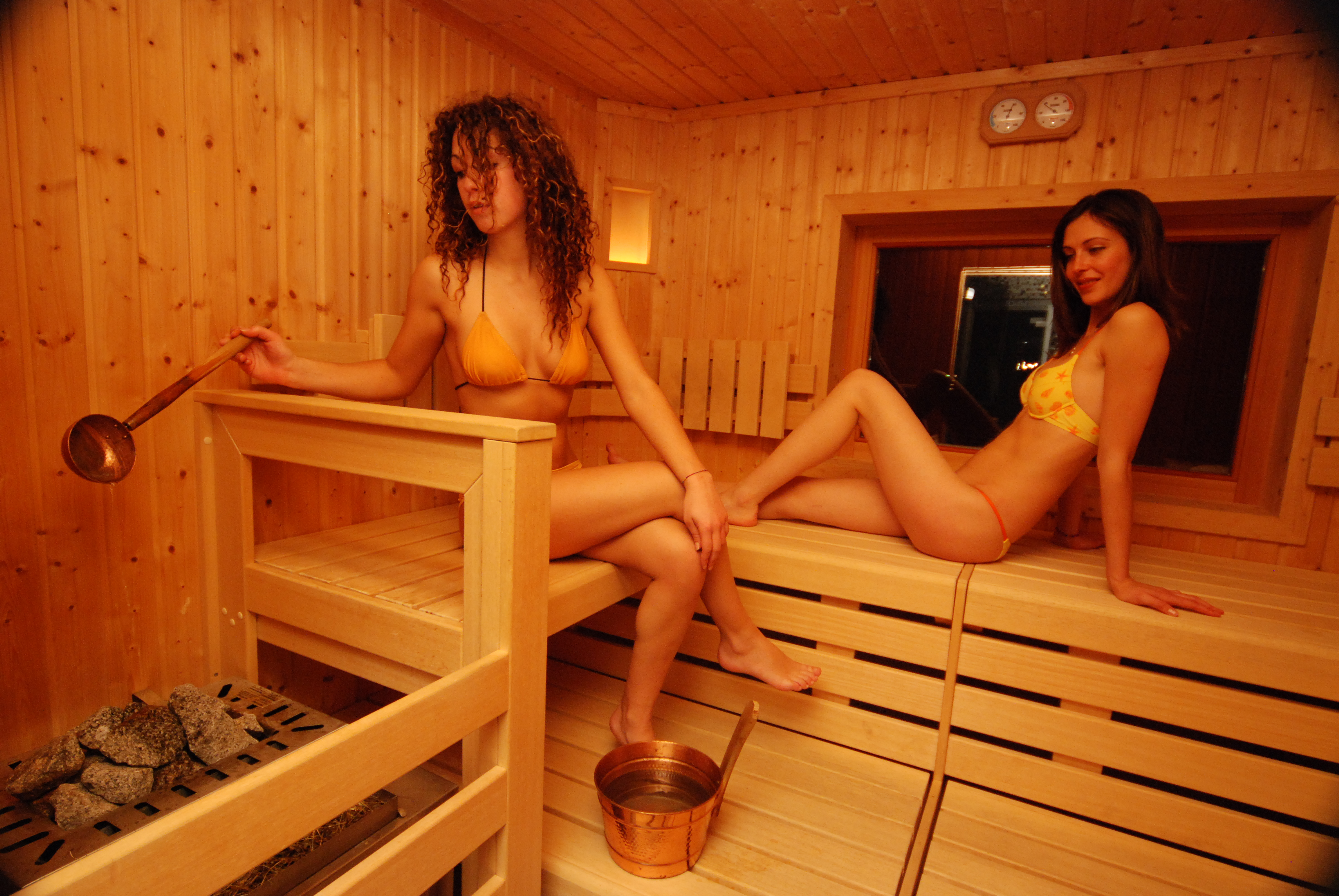 porno-skazki-sauna-video-konchil-v-rot-pyanoy-zhene-video-na-kameru